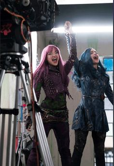 Space between Mal and evie Descendants Wicked World, Disney Channel Descendants, Descendants Cast, Disney Channel Stars, Disney Stars, Cameron Boyce, Dove Cameron, Hairspray Live, Mal And Evie