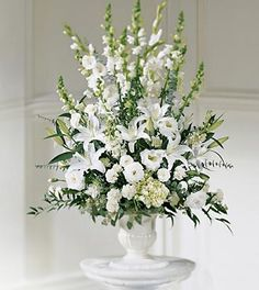 Flower arrangements with gladiolus roses carnations in this flowers for a wedding ceremony in montreal order a white flower arrangement to decorate the church a synagogue or a temple in montreal mightylinksfo Image collections