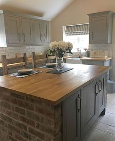 This fantastic kitchen belongs to Louise ✨ Louise's top t. This fantastic kitchen belongs to Louise ✨ Louise's top tip is to keep going no matter what, try and create mood boards… Barn Kitchen, Open Plan Kitchen, New Kitchen, Kitchen Dining, Kitchen Decor, Kitchen Ideas, Kitchen Counter Top, Country Kitchen Island, Kitchen Worktops