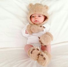 15 Genius Baby Products You'll Wonder How You Lived Without 15 genius baby products that will make your life easier - Unique Baby Outfits So Cute Baby, Baby Kind, Cute Kids, Cute Babies, Boy Babies, Baby Boy Hats, Babies Clothes, Babies Stuff, Cute Baby Clothes