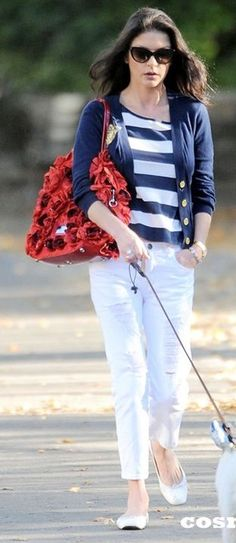 Catherine Zeta Jones, Love this combination, cute purse !