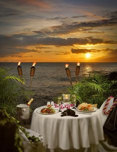 For the ultimate romantic meal get a private table on the beach at Sea House Maui. It's just a short distance from our vacation rental Rent a piece of paradise in Lahaina Maui Romantic Things To Do, Romantic Places, Romantic Dinners, Beautiful Places, Romantic Table, Beautiful Sunset, Beautiful Pictures, Dream Vacations, Vacation Spots