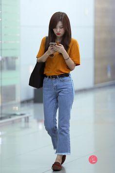 (1) Twitter Fashion Idol, Pop Fashion, Asian Fashion, Girl Fashion, Fashion Looks, Fashion Outfits, Kpop Outfits, Korean Outfits, Korean Airport Fashion