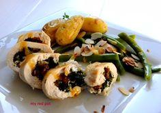 Filet z kurczaka nadziewany delikatnym szpinakiem i pieczonym czosnkiem z pieczonymi ziemniakami i tymiankiem, zieloną fasolą z cytrusowym masłem i prażonymi migdałami.  ...