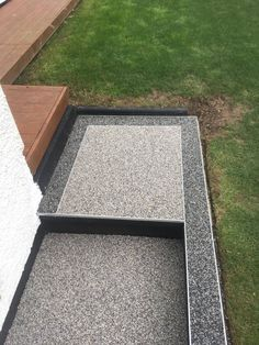 Lovely borders created with our permeable resin bound gravel. Resin Bound Gravel, Resin Bound Driveways, Driveway Border, Patio Edging, Resin Patio, Front Steps, Garden Seating, Backyard Patio, Pathways
