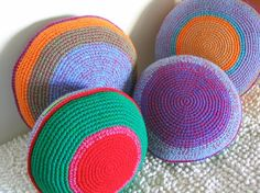 almohadones crochet Love the color combos