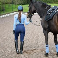Matchy Matchy Dreams 💭 Double blue never looked so gooooood, our royal blue leggings paired with our baby blue baselayer 💙 (All of our leggings and baselayers have a high UPF factor to keep you sun safe this summer 🤘🏼) Equestrian Chic, Equestrian Girls, Equestrian Outfits, Horse Riding Pants, Horse Riding Tips, Riding Boots, Royal Blue Leggings, Riding Breeches, Sexy Cowgirl