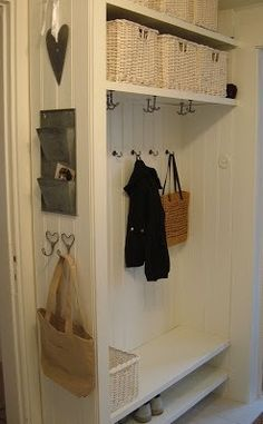 Small size coat & cubby space