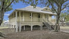 An original Oxley Queenslander built in 1914 is on the market for the first time in more than 60 years. Farm Houses, Old Houses, Queenslander House, White Picket Fence, Small Places, Homesteads, Old Farm, Coastal Homes, Reno Ideas