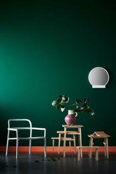 Bald hat das Warten ein Ende, denn schon im Oktober kommt die lang ersehnte Co-Lab des schwedischen Möbelriesen IKEA und des Design-Duos HAY in die Läden. Bereits seit einem Jahr drangen sukzessive Informationen über die Zusammenarbeit mit HAY und Tom Dixon an die Öffentlichkeit. Zuerst ein