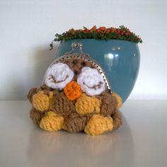 """Free crochet pattern for """"Owl Coin Purse""""! - awwwww"""