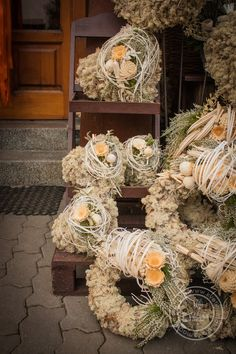 Kolekce | Kolekce dušičky 2016 | Květiny Petr Matuška Brno - dekorace, floristika, řezané květiny, svatební kytice Grapevine Wreath, Burlap Wreath, Funeral Flowers, Flower Crafts, Grape Vines, Greenery, Flower Arrangements, Christmas Decorations, Wreaths