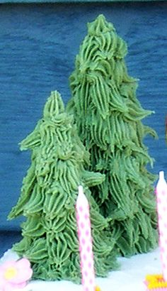 Ice Cream Cone Christmas Trees! Celebrate with Christmas Trees! As the holiday draws near spruce up your cakes and gingerbread houses with...