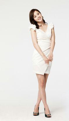 Tiffany Tang, Kim Tae Hee, Standing Poses, Figure Model, Woman Standing, Asian Beauty, Asian Girl, Claudia Lars, Beautiful Women