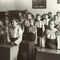 Prima zi de scoala, 1942 Romania, Instagram Posts, Painting, Art, Art Background, Painting Art, Kunst, Paintings, Performing Arts