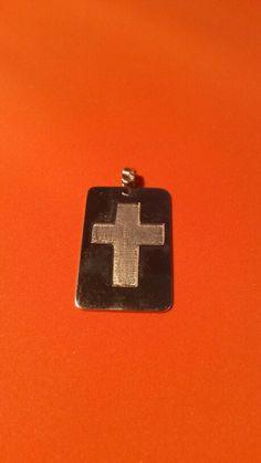 Placa de plata c/cruz al bajo relieve $  13.00  dolares