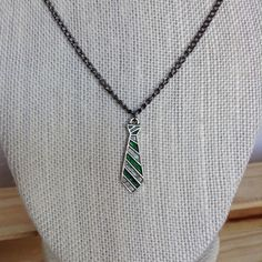 Slytherin House Tie Pendant Necklace, Harry Potter Necklace, Slytherin... ($8) ❤ liked on Polyvore featuring jewelry, necklaces, tie jewelry, tie necklace, pendant jewelry and pendant necklace