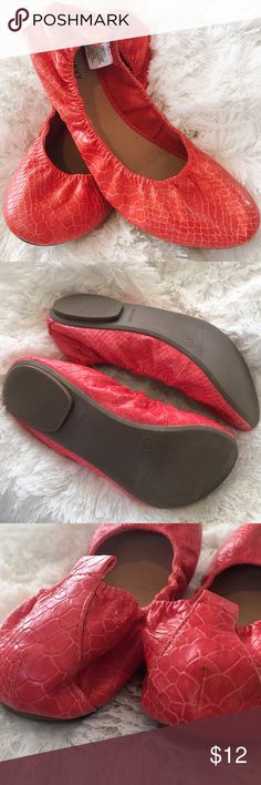 Old Navy Red Orange Ballet Flats Barely worn very good condition Old Navy Ballet Flats! Color is a reddish orange with snake print textured detail. Size marked a 9, but best fit for an 8.5. Only flaw is a small scuff in the back side of the right shoe as pictured. ⭐️ 15% off all bundles of 3 or more!⭐️ Old Navy Shoes Flats & Loafers