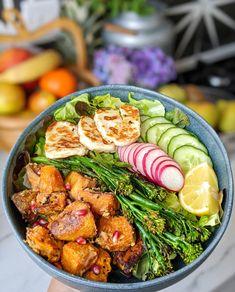 Halloumi & Tahini Sweet Potato Buddha Bowl - My Gluten Free Guide Veggie Recipes, Gluten Free Recipes, Vegetarian Recipes, Dinner Recipes, Cooking Recipes, Healthy Recipes, Clean Recipes, Halloumi, Clean Eating