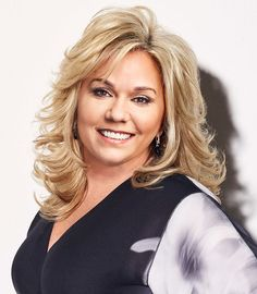 Julie is Todd Chrisley's best friend and a super mom who does it all. She's the glue to the Chrisley Knows Best family. Medium Shag Hairstyles, Mom Hairstyles, Dyed Blonde Hair, Bleach Blonde, Layered Haircuts, Cool Haircuts, Chrisley Knows Best, Medium Hair Styles, Long Hair Styles