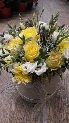 Flowers Arrangements For Table Spring Code: 3098657839 Table Flower Arrangements, Silk Flowers, Flowers Garden, Flower Boxes, Flower Crafts, Farmhouse Decor, Birthdays, Bouquet, Table Decorations