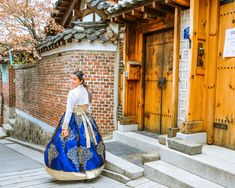 Renting a Hanbok in Seoul Cities In Korea, Korea Dress, Living In Korea, Plan My Trip, Korean Hanbok, Explore Travel, Korea Fashion, Renting, Travel Goals