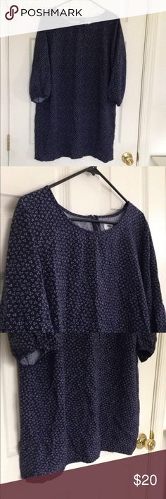 """Navy Print Long Sleeve Tunic/Dress Navy with white print tunic/dress. Long sleeves with button as closure. On the back, zipper as closure. Lightweight. No stains or holes. 100% rayon. Measurement laying flat: bust: 22"""" length: 33"""" Old Navy Tops Tunics"""