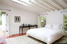A hacienda-style home located at 12305 Fifth Helena Drive in the Brentwood neighborhood of Los Angeles was the only home Marilyn Monroe owned. Marilyn Monroe House, Marilyn Monroe Bedroom, Marylin Monroe, Santa Monica, Hacienda Style Homes, Los Angeles Homes, Norma Jeane, Celebrity Houses, Home Look