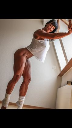 Goodnight all... Early sleep for me as Im off to London first thing in the Morning!.. What are your weekend plans?.. ☺️ . #cindylandolt #cindytraining #girlwithmuscle #fit #legs #shredded #happy #motivation #photooftheday
