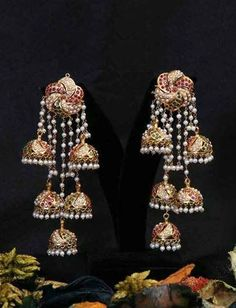 bridal jewelry for the radiant bride Kids Gold Jewellery, Buy Gold Jewellery Online, Real Gold Jewelry, Gold Jewelry Simple, Gold Jewellery Design, Indian Jewelry, Jewellery Earrings, Pearl Jewelry, Gold Earrings