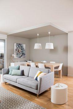 Couleurs pastel et meubles en bois clair, cette pièce à vivre d'un appartement lyonnais a été relookée façon scandinave par l'architecte d'intérieur Marion Lanoë