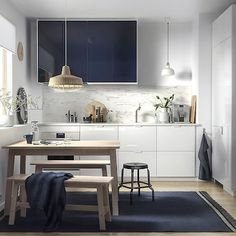 IKEA RINGHULT drawers and JÄRSTA glossy black blue kitchen cabinet fronts help create a modern kitchen feeling, no matter how small the kitchen. Kitchen Seating, Kitchen Chairs, Kitchen Decor, Kitchen Flooring, Kitchen Storage, Small Modern Kitchens, Brown Kitchens, Kitchen Small, Quirky Kitchen