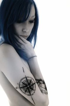 I love the compass tattoos. This is a good placement.