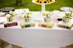 This is such an easy, simple, and yet very pretty way to decorate a table. Yellow Grey Weddings, Yellow Wedding, Wedding Colors, Wedding Flowers, Wedding Blog, Diy Wedding, Wedding Ideas, Wedding Inspiration, Wedding Things