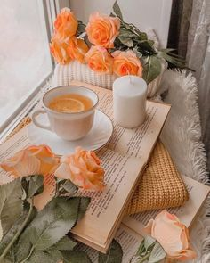 Beautiful day starts with a cup of tea. Coffee Vs Tea, Coffee And Books, Coffee Cafe, Cozy Aesthetic, Good Morning Coffee, Coffee Photography, Tea Art, Cute Wallpapers, Afternoon Tea