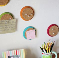 Make your dorm room look stylish and organized for less with these cheap & easy DIY projects. You can give your dorm room a creative and personal touch with these budget-friendly dorm room DIY ideas. School Supply / Office Dorm Room DIY Ideas DIY Marble Pencil Holder empty can + marble contact paper DIY Storage …