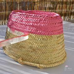 Spray paint a woven basket to match your decor! Diy Clutch, Diy Tote Bag, Basket Crafts, Ibiza Fashion, Basket Bag, Sewing Studio, Vintage Bags, Basket Weaving, Straw Bag