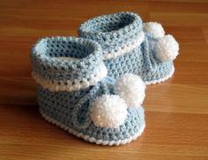 Chaussons bottines à pompons bébé 6-12 mois crochet N 001 : Mode Bébé par mon-premier-pas