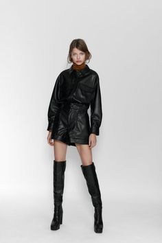 High-waist Bermuda shorts with an elastic paperbag waist. Featuring front and back patch pockets, turn-up hems and zip fly with a snap-button fastening at the front. Short Cuir, Zara Home Stores, Leather Shorts, Fashion Beauty, Womens Fashion, Thigh High Boots, Mannequin, High Waisted Shorts, Fashion 2020
