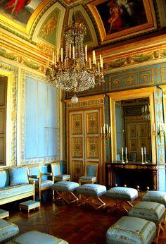 chateau de fontainebleau interior images ch teau de fontainebleau petits appartements. Black Bedroom Furniture Sets. Home Design Ideas