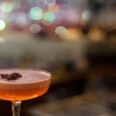10 Dinge, die du im März in Wien machen musst | 1000things.at Mobile Bar, Cocktails, Alcoholic Drinks, Highlights, Tableware, Food, Budget Travel, Bartenders, Waiting