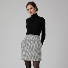 Short skirt pattern Sylvie by Coralie Bijasson. With its small folds and pockets, it will give you a chic and modern look. Couture Mode, Couture Fashion, Short Skirts, Mini Skirts, Jupe Short, Straight Skirt, Pleated Skirt, Fashion Outfits, Summer Dresses
