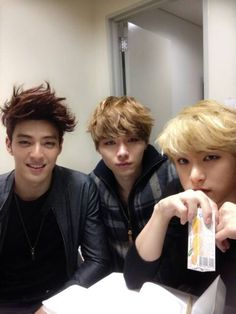 James Lee, Kim Moon-chul & Kim Soo-yoon (Royal Pirates) omg i love there songs they know english its great