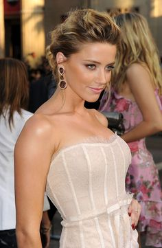 Amber Heard, love her make-up. : )