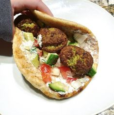 Nutritionist @gailoch whips up a fast and easy meatless meal: She heats up some pre-made Falafels in her air fryer for six minutes and then loads up some Kontos pita with veggies and tzatziki sauce. The classics just NEVER get old for a reason! 🥙 😍 Falafels, Tzatziki Sauce, Pita Bread, Types Of Food, Dumplings, Ethnic, Veggies, Meals, Vegetable Recipes