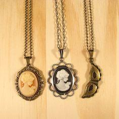 #necklace #colar #cameo #camafeu #pingentes #bailedemascara #mask