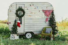 A complete honeymoon spot if you're married and a complete feel in advance if you're not! You might not have the ability to play like him, but at least you're able to look the part. Vintage Motorhome, Vintage Campers Trailers, Retro Campers, Vintage Caravans, Camper Trailers, Christmas Mini Sessions, Christmas Minis, Christmas Photo Cards, Christmas Photos