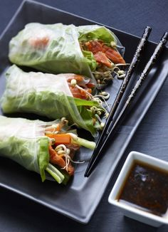 Lohi-kasviskääröt, resepti – Ruoka.fi - Salmon and vegetable rolls - ideal for Brunch Finland Asian Recipes, Ethnic Recipes, Greens Recipe, Fresh Rolls, Seafood, Cabbage, Food And Drink, Tasty