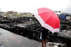 Famílias atingidas pelo incêndio no Caminho São Sebastião, ocorrido na sexta-feira à tarde, continuam sendo atendidas pela Prefeitura de Santos