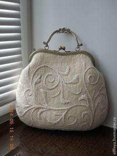 Изысканная, нежная и утонченная.. наверное так я могу описать эту сумочку. Делалась под заказ, на одном дыхании, но я с удовольствием сделаю что-то подробное для Вас!)) Цена - 7000руб.